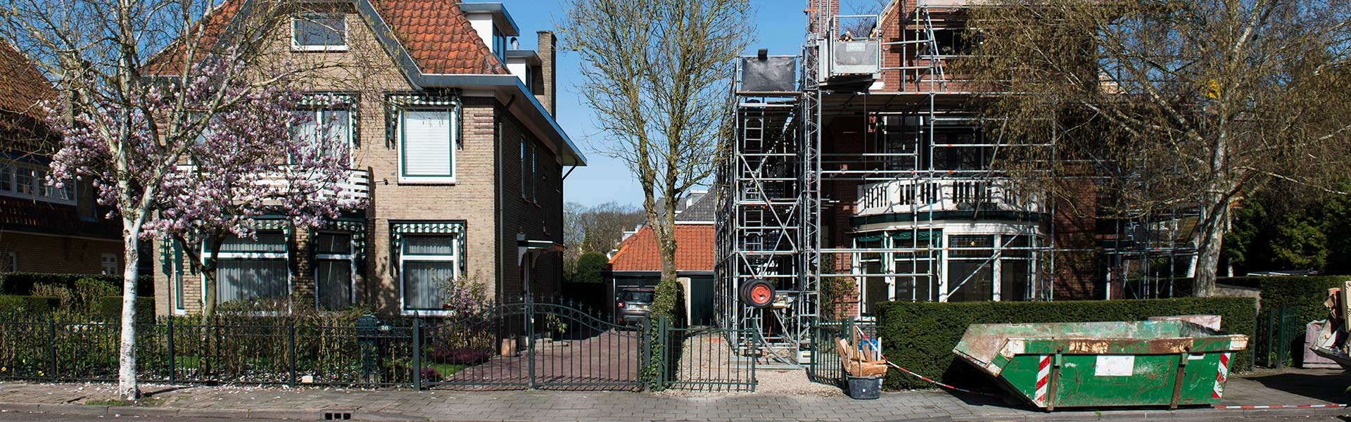 Steiger en bouwcontainer